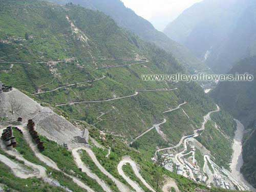 Zig Zag road while coming back from Badrinath. This scene is somewhere 20 kilometers from Joshimath.