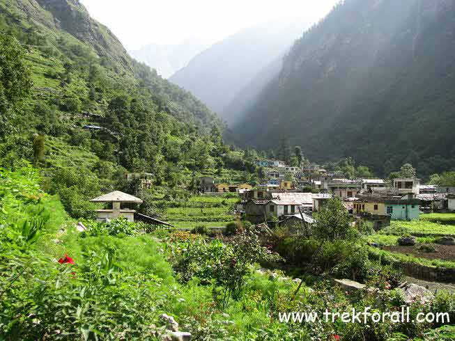 Pulna village at the start of Valley of Flowers trek