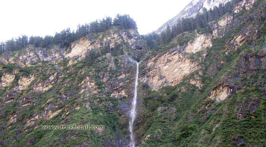 250 meter high waterfall on the way from Govindghat to Ghangaria