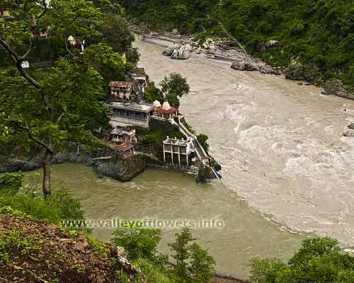 Rudraprayag the confluence or river Alaknanda and Mandakini. The left river is Mandakini.