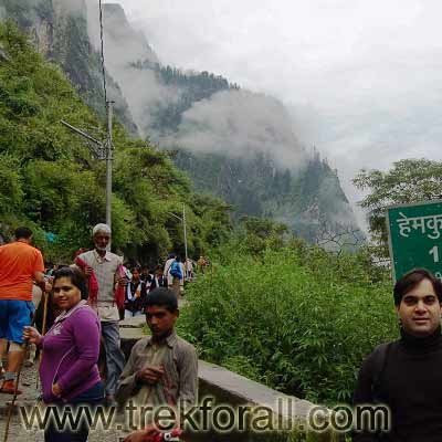 Starting of trek from Govindghat to Ghangaria