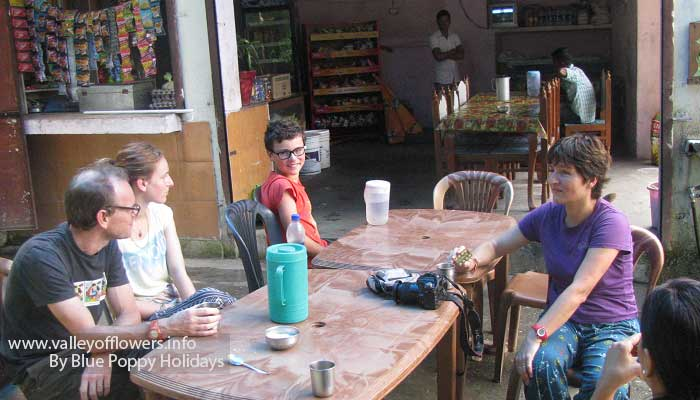 Our group having tea on the way to Chopta.