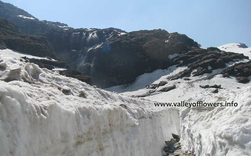 Way to Hemkund Sahib in first week of June.