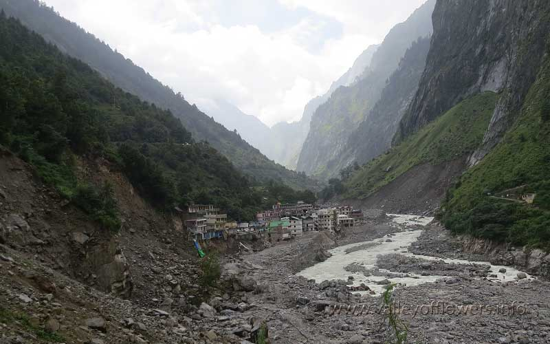 View of Govindghat in September 2013. The river shrunk to its original size.