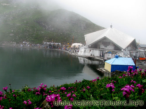 Hemkund Sahib in July, the weather is very cloudy and changes very frequently.