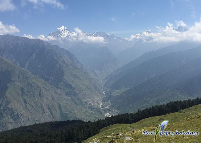 Cascading hills seen while trekking between Gorson Peak and Tali